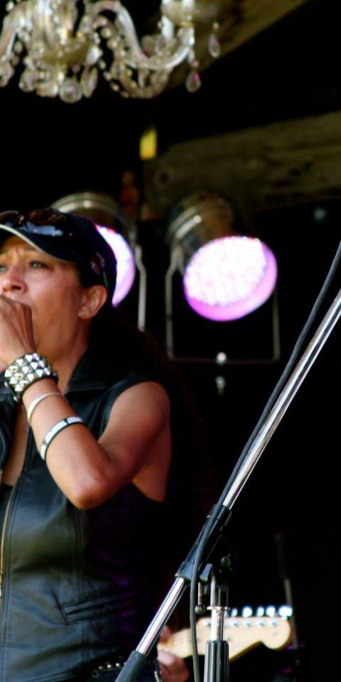 12-AngelaMackenzie-Musician