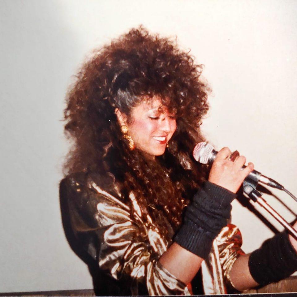 29-AngelaMackenzie-Musician
